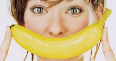 """5 وصفات طبيعية للبشرة والشعر باستخدام الموز.. """"ما ترميش القشر"""""""
