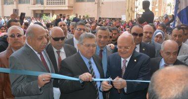 رئيس جامعة الزقازيق ووزير التعليم العالى السابق يفتتح المعرض الخيرى للتسوق