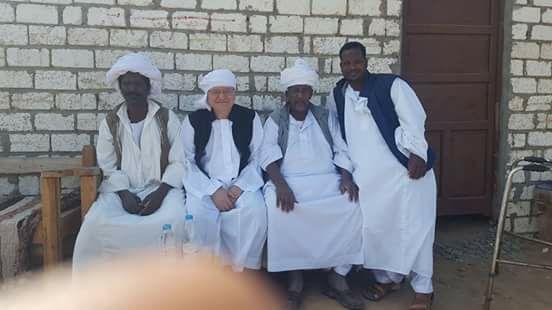 رئيس جامعة الزقازيق يشارك بقافلة طيبة بحلايب وشلاتين مرتديًا الزى البدوى
