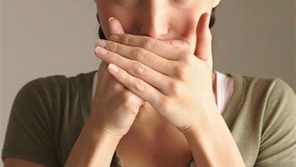 4 أطعمة ترفع عنكِ حرج رائحة فمك الكريهة