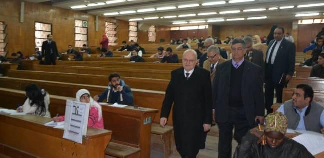 """رئيس جامعة الزقازيق يشيد بتطبيق نظام التصحيح الإلكتروني لـ5 مقررات بـ""""الحقوق"""""""