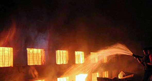 نشوب حريق بمخزن مواد كمياوية وبويات بالمنطقة الصناعية بالصالحية الجديدة