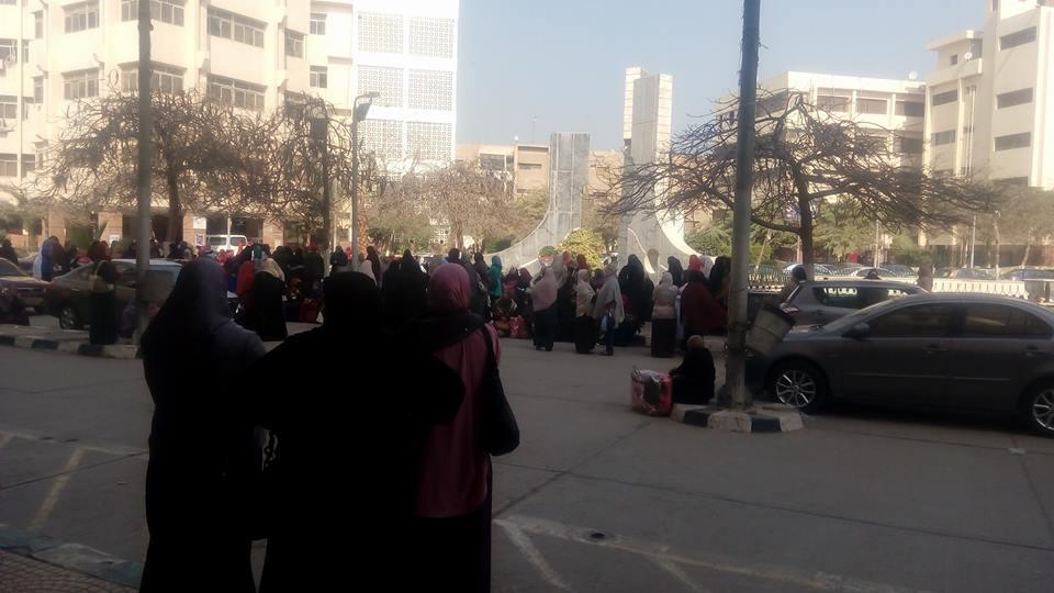 ممرضات جامعة الزقازيق يواصلن إضرابهن لليوم السابع على التوالي