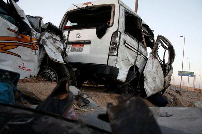 إصابات خطيره لـ7 أشخاص فى تصادم سيارتين بطريق ههيا - الزقازيق